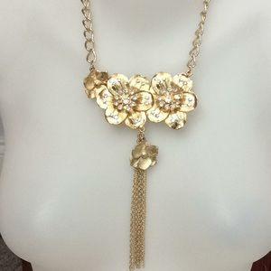 Jewelry - Gold flowers crystals bib necklace new